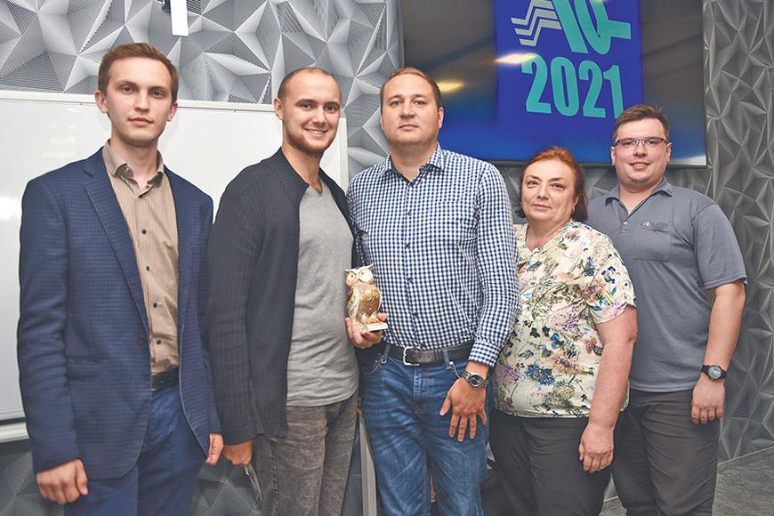 Фото команды-победительницы: Сергей Кошкин, Андрей Агапов, Борис Просвирнин, Светлана Тазалова, Сергей Заломов